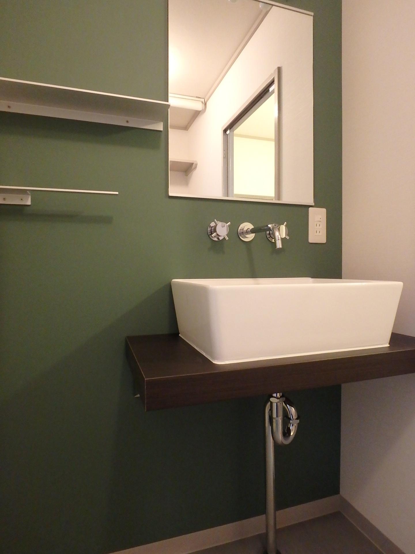 モスグリーンな洗面室