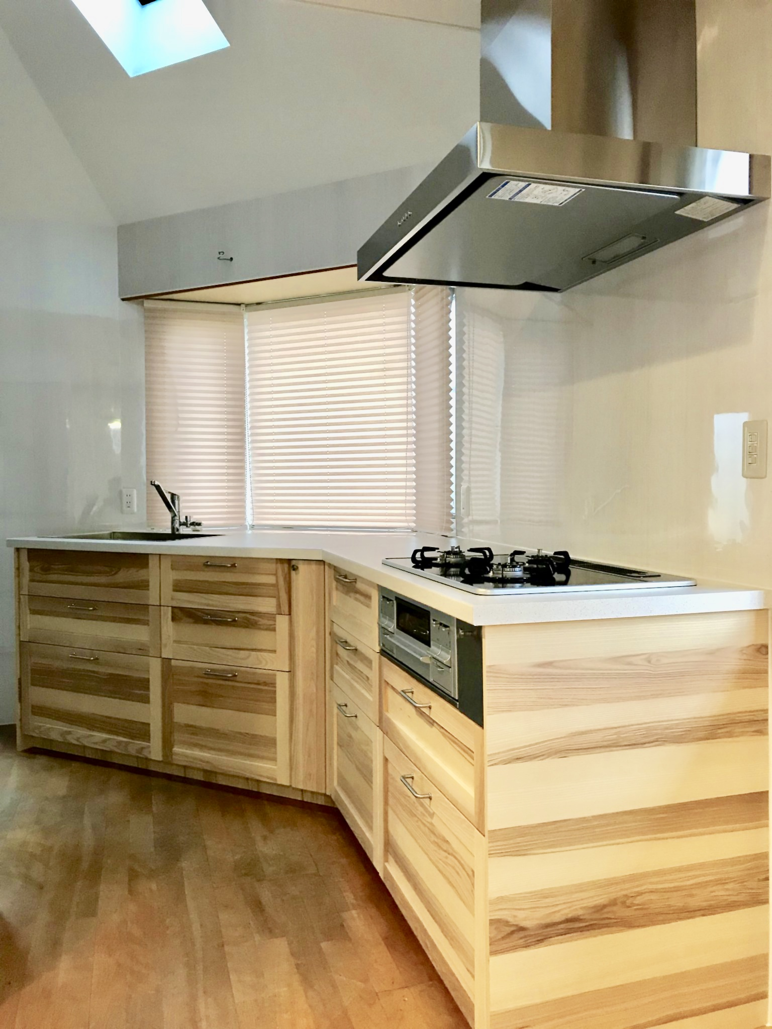角度のついたキッチン
